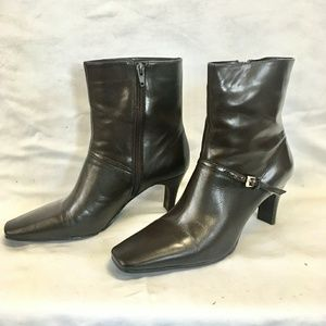 Nine West dark brown boot with buckle size 8.5M